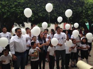 el sal white balloons